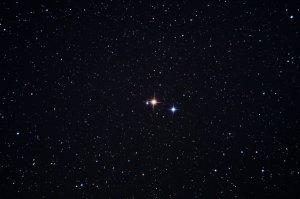 """Im Sternbild Schwan: Die Sterne 31 und 30 Cygni mit Umgebungssternen, Aufnahme mit 6"""" f/5 Newton, Pentax K-500, 5 x 20 Sek., ISO 3200"""
