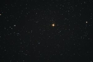 """Im Sternbild Kepheus: Der rötliche Granatstern, Aufnahme mit 6"""" f/5 Newton, Pentax K-500, 5 x 20 Sek., ISO 3200"""