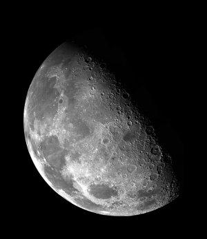 Der Mond ist ein detailreiches Beobachtungsobjekt
