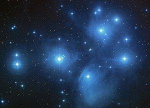 Die Plejaden: Offener Sternhaufen im Sternbild Stier
