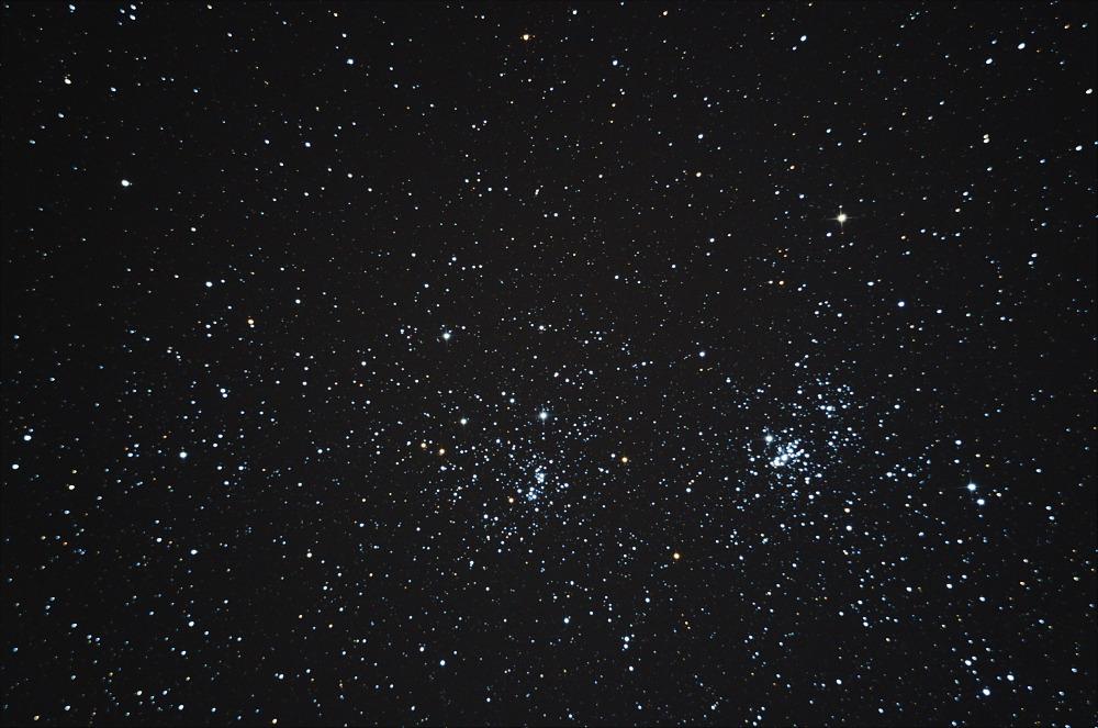 Sternsucher himmelsbeobachtung mit dem fernglas und freisichtig
